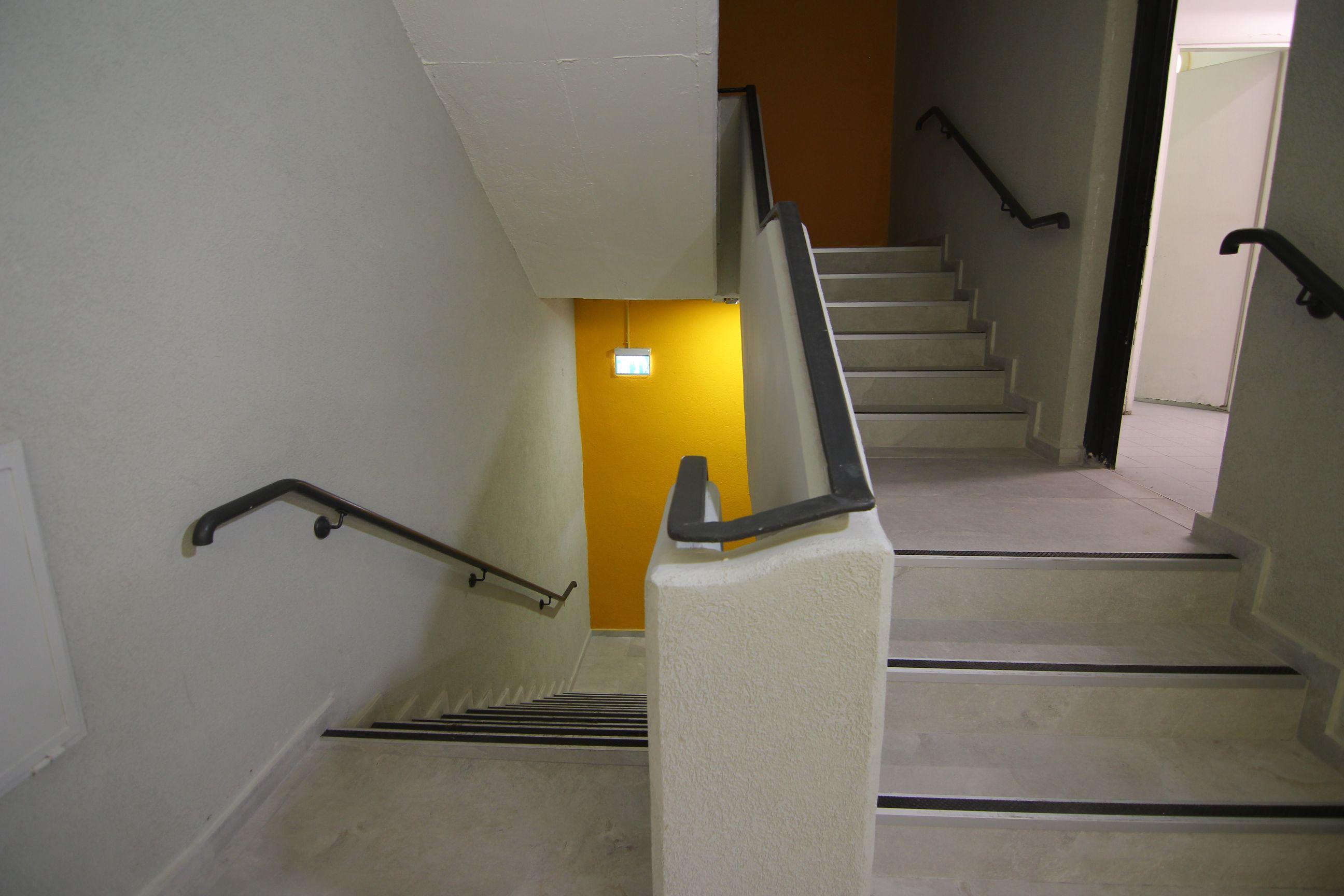 עיצוב פנים מדרגות | אדריכלות לחדר מדרגות - חדר מדרגות במשרדים